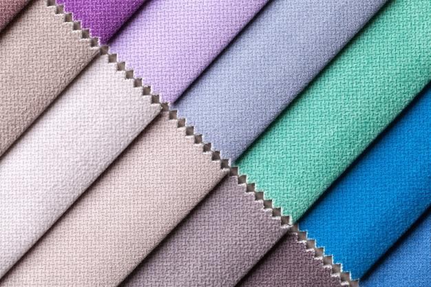 Próbka tkaniny welurowej w różnych kolorach