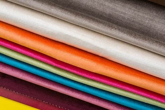 Próbki kolorowych tkanin wewnętrznych. książka tkanin