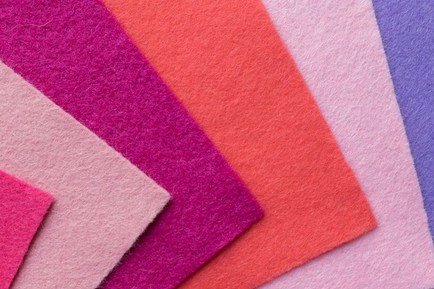 Próbki miękkich filcowych klapek w różnych kolorach