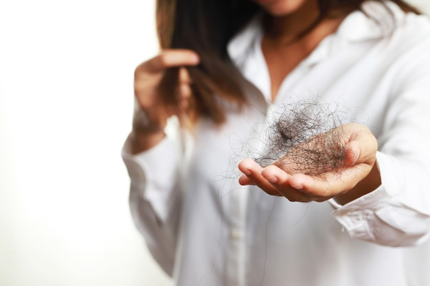 Problemy ze skórą głowy, wypadanie włosów, łysienie, przerzedzenie włosów