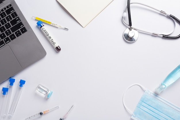 Probówka Z Próbką Krwi Do Testu Covid-19 Darmowe Zdjęcia