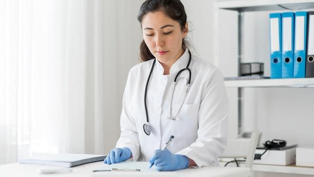 Procedura próbki koronawirusa