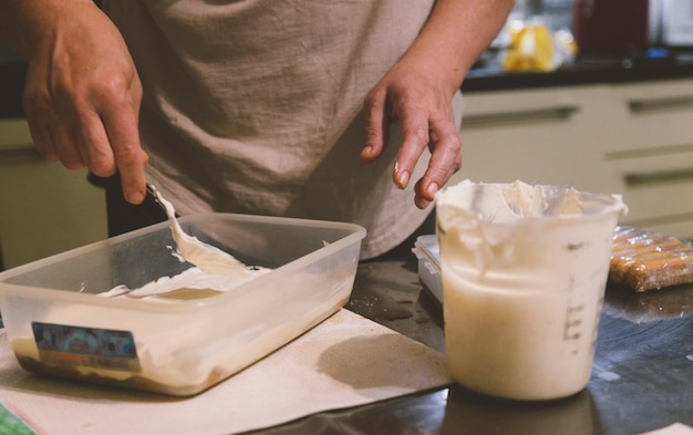 Proces gotowania tiramisu