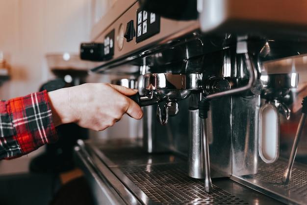 Proces parzenia kawy latte