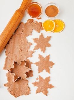 Proces pieczenia ciasteczek świątecznych
