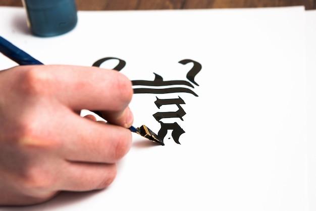Proces pisania kaligrafii