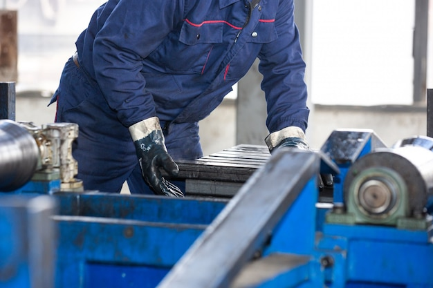 Proces pracy w fabryce stali