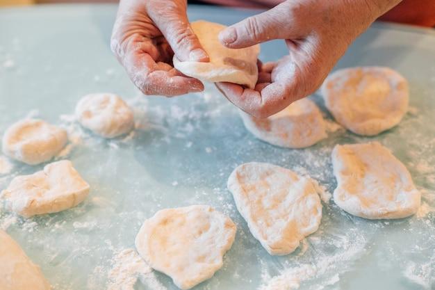 Proces pracy z ciastem i gotowania