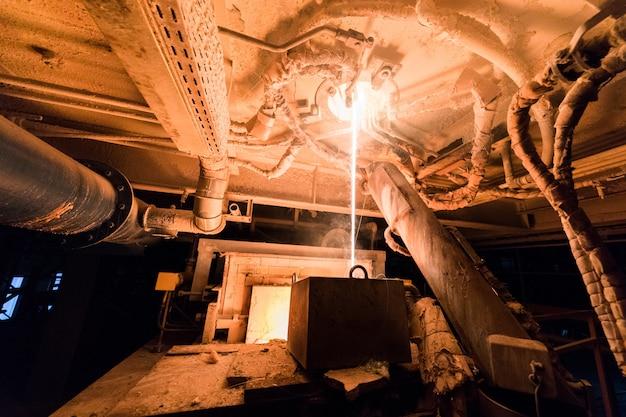 Proces produkcji włókna szklanego w produkcji przy użyciu urządzeń przemysłowych