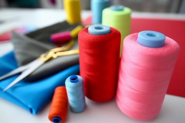 Proces projektowania odzieży sprzęt krawiecki