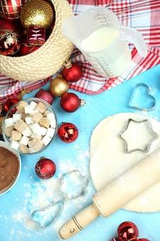 Proces robienia świątecznych ciasteczek z bliska