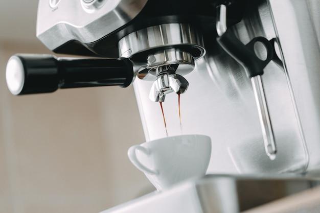 Proces wytwarzania klasycznego espresso w maszynie