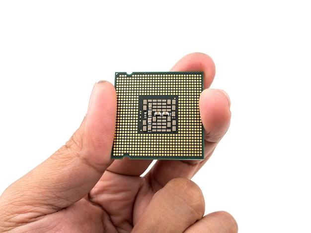 Procesory komputerowe cpu w ręku na białym tle.