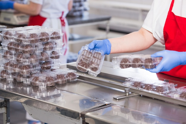 Produkcja ciast i wyrobów cukierniczych w przedsiębiorstwie.