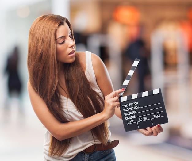 Produkcja clapboard kino grzechotka aktorką