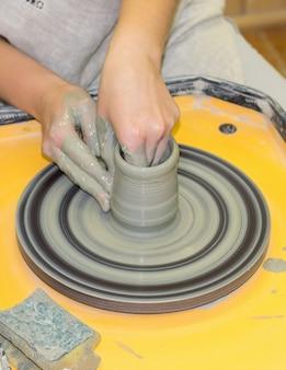 Produkcja gliny dzbanowej