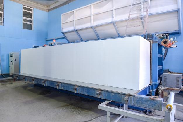 Produkcja materiałów termoizolacyjnych produkcja płyt warstwowych ze styropianu