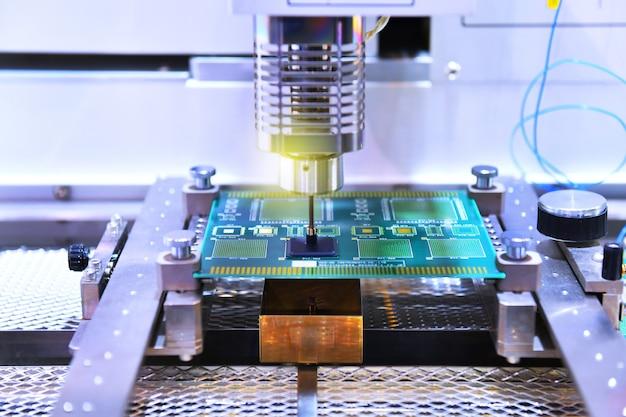 Produkcja obwodów elektronicznych w maszynach i technologii