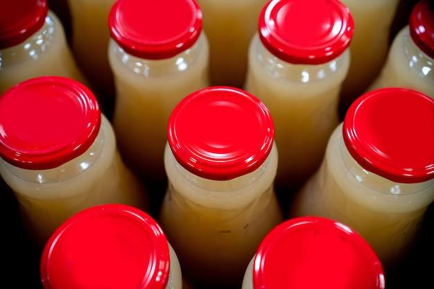 Produkcja soków, produkcja napojów na linii produkcyjnej, produkcja opakowań przemysłowych puszek po sokach