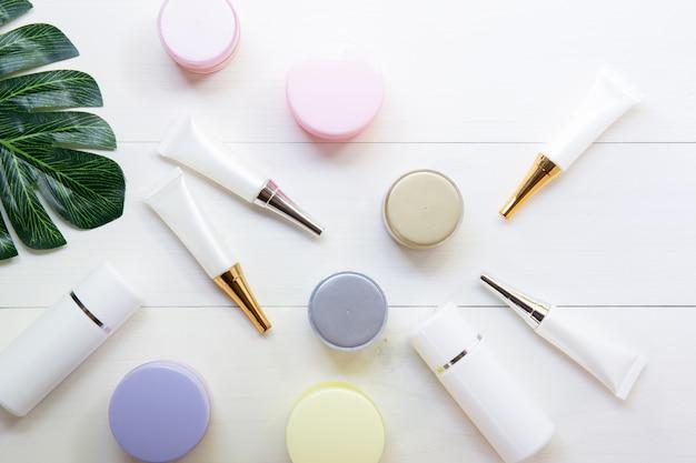 Produkt kosmetyczny i do pielęgnacji skóry oraz zielone liście