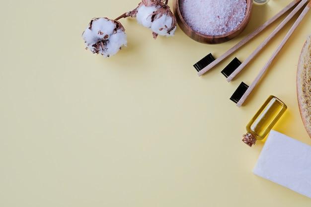 Produkty bez plastiku i bambusowa szczoteczka do zębów