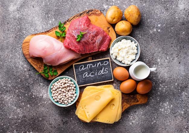Produkty bogate w aminokwasy.