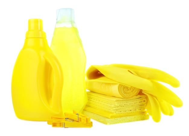 Produkty czyszczące na białym tle