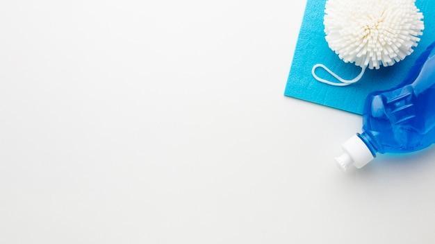 Produkty czyszczące na prostym tle