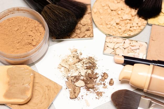 Produkty do makijażu dla idealnego odcienia skóry podkład do makijażu, podkład korektor, puder do twarzy
