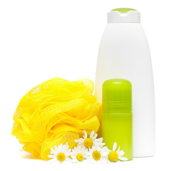 Produkty do pielęgnacji ciała. zdroju skład z rumianku kwiatem odizolowywającym na bielu