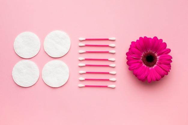 Produkty higieniczne z bawełny w płaskiej pozycji
