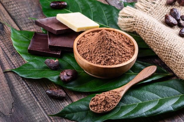 Produkty kakaowe do wyrobu domowej czekolady.