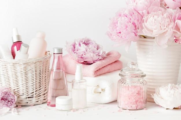 Produkty kosmetyczne z kwiatami piwonii