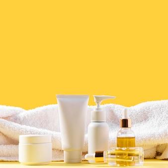 Produkty kosmetyczne z ręcznikiem