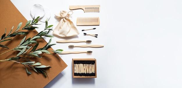 Produkty łazienkowe zero waste bambusowe szczoteczki do zębów, pałeczki do uszu, gąbki wielokrotnego użytku