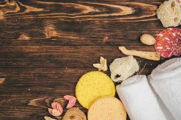 Produkty spa i piękno zagrożenia na drewniane, widok z góry