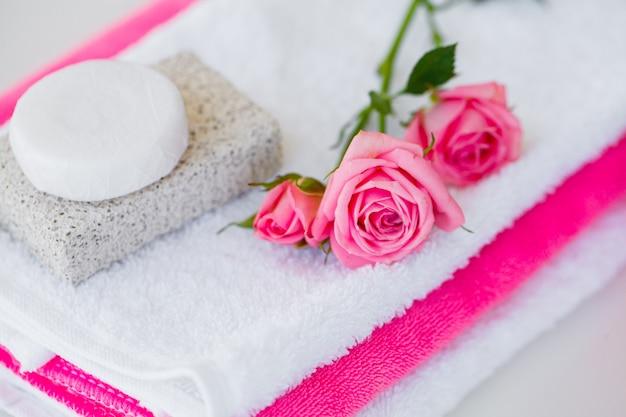 Produkty wellness i kosmetyki. składniki do kąpieli dla zabiegów spa mydło