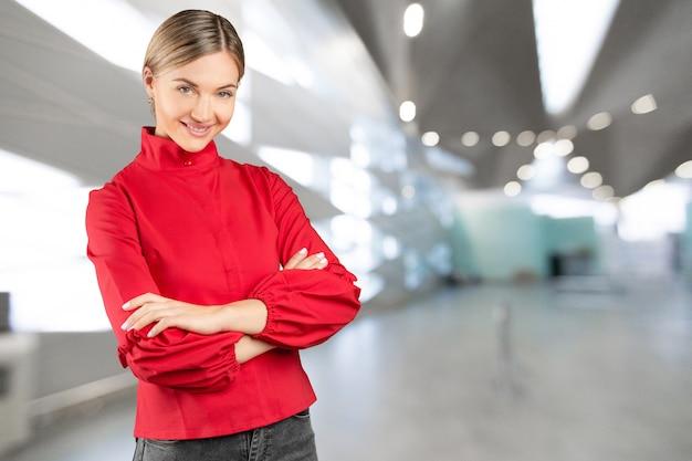 Profesjonalna kobieta uśmiecha się
