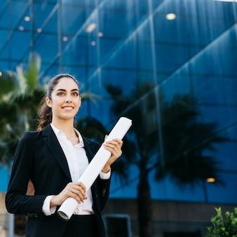Profesjonalne businesswoman gospodarstwa planu