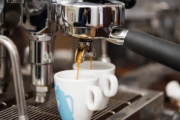 Profesjonalne parzenie kawy.