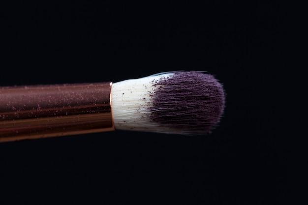 Profesjonalne pędzle kosmetyczne i kosmetyki dekoracyjne