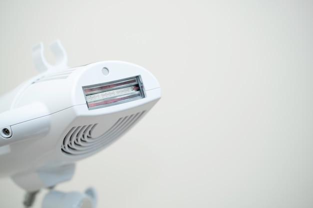 Profesjonalne urządzenie dentystyczne do wybielania zębów i szczęki.