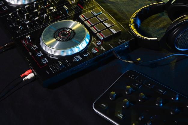 Profesjonalne wyposażenie panelu kontrolnego dj