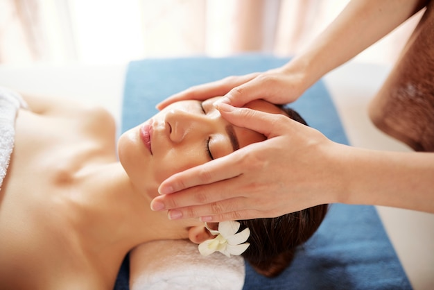 Profesjonalny masaż twarzy