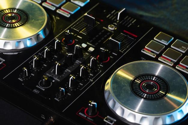 Profesjonalny panel o dużym kącie dla rozrywki dj