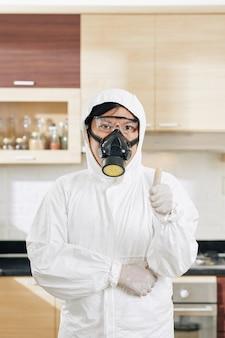 Profesjonalny pracownik sprzątający