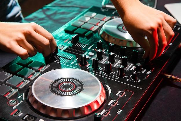 Profesjonalny sprzęt dj z dużym kątem