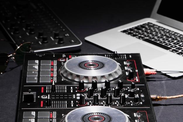 Profesjonalny sprzęt o dużym kącie dla dj