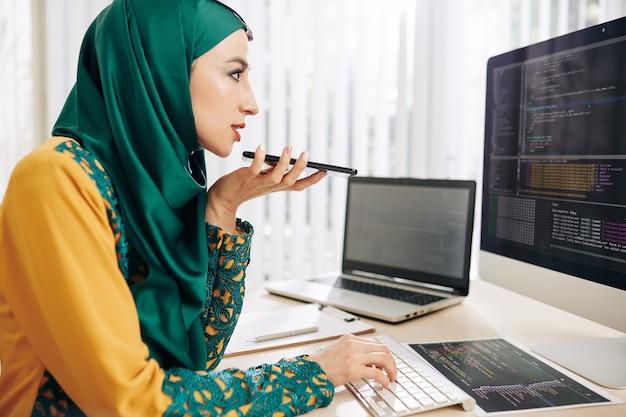 Programator nagrywa komunikat głosowy