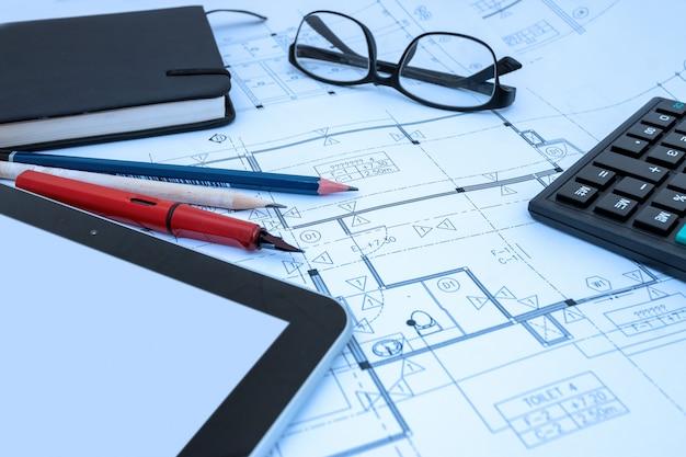 Projekt architekta rysunek szkic szkic planów projektów w studio architekta